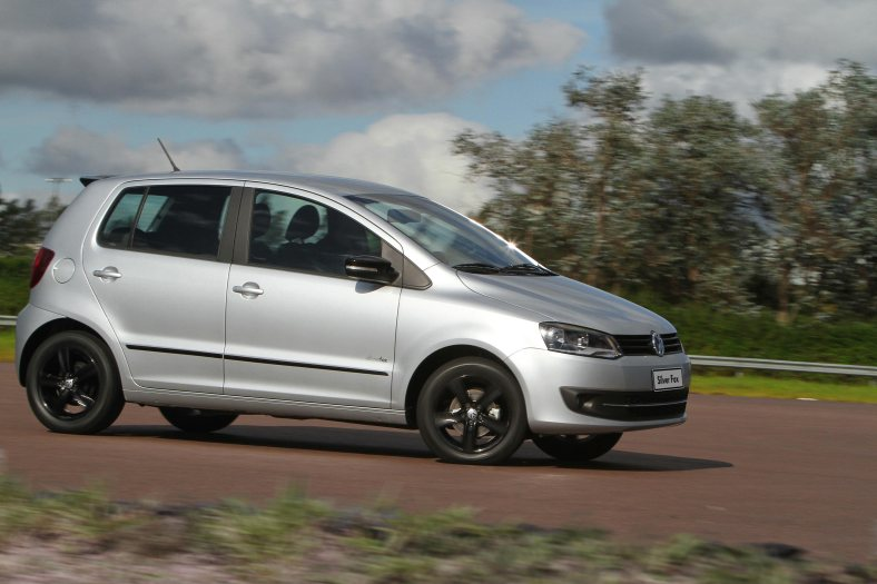Volkswagen-Fox-Silver-Fox-2011-02