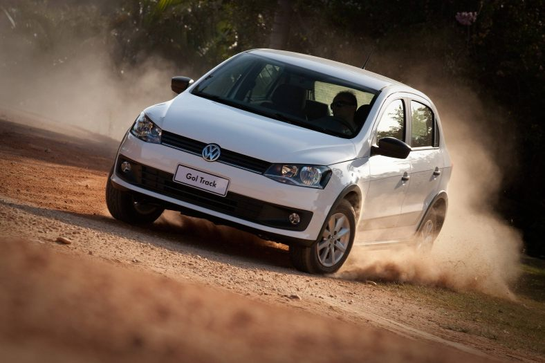Volkswagen-Gol-Track-1.0-2013-15